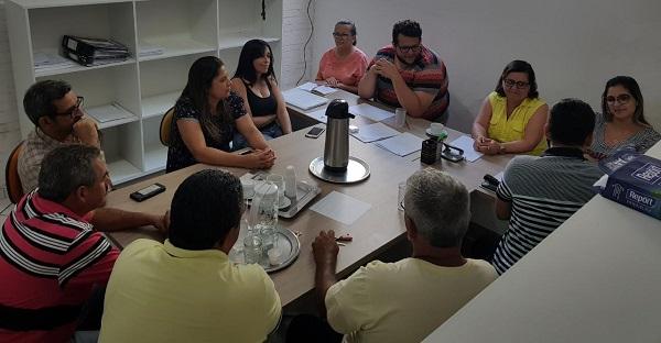 Aracatu: Lêda Matias se reúne com secretários municipais em prol de ações no município