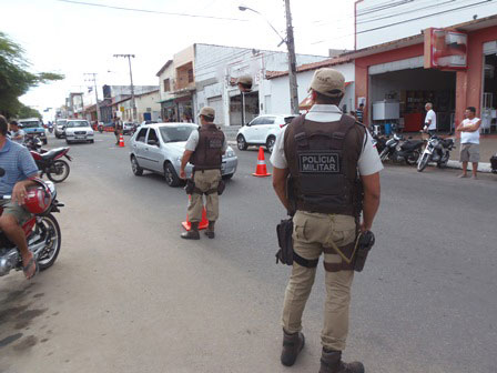 Policiais militares participam de ato público em Feira de Santana