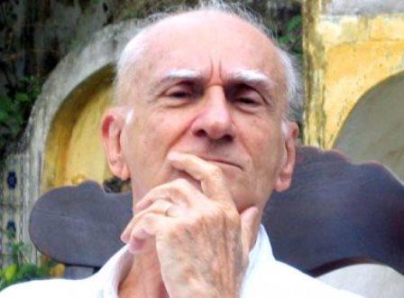 Escritor Ariano Suassuna sofre AVC hemorrágico, diz jornal