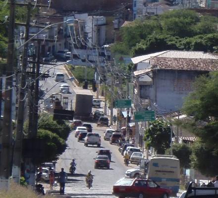 Marginais armados assaltam açougue no Bairro São Félix