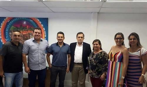 Prefeita de Aracatu, Lêda Matias reivindica melhorias para o município juntamente com o deputado Marquinhos Viana em Salvador