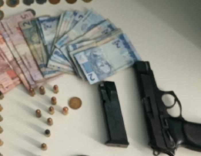 Polícia prende homem portando arma em Guanambi