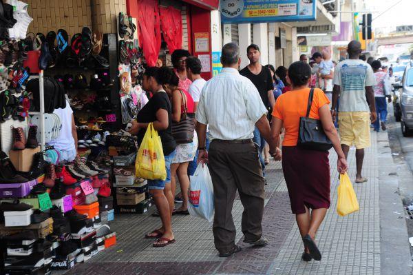 Número de brasileiros inadimplentes cresce em novembro e volta a superar 63 milhões