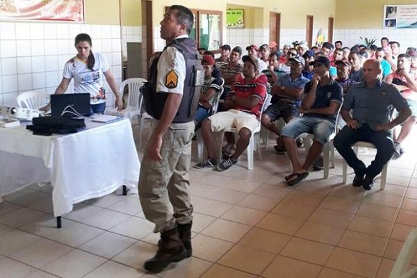 Governo de Guajeru realiza palestra com motoristas do transporte escolar