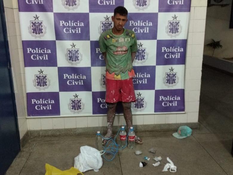 Brumado: Homem é preso em flagrante ao pular muro da delegacia para jogar drogas e bebida aos presos