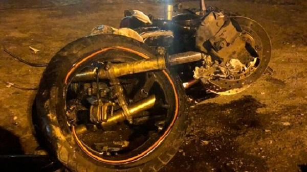 Homem morre e moto fica destruída após batida com caminhão na BR-116