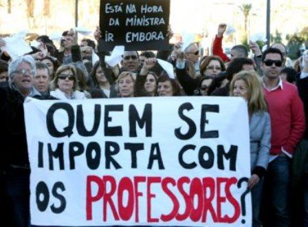 Professores de universidades estaduais devem paralisar atividades na próxima terça