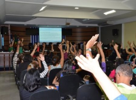 Professores municipais entram em greve por tempo indeterminado