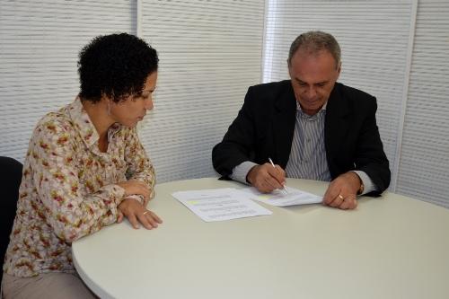 Prefeito Aguiberto assina 'Pacto pelo Enfrentamento à Violência contra as Mulheres'