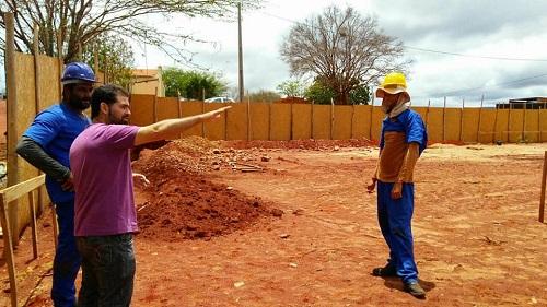 Quadra Poliesportiva no valor de R$235.000,00 está sendo construída em comunidade de Guajeru
