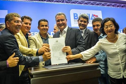 Guajeru: Gil Rocha esteve com Rui Costa em Salvador onde foi assinado um convênio que beneficiará a agricultura familiar