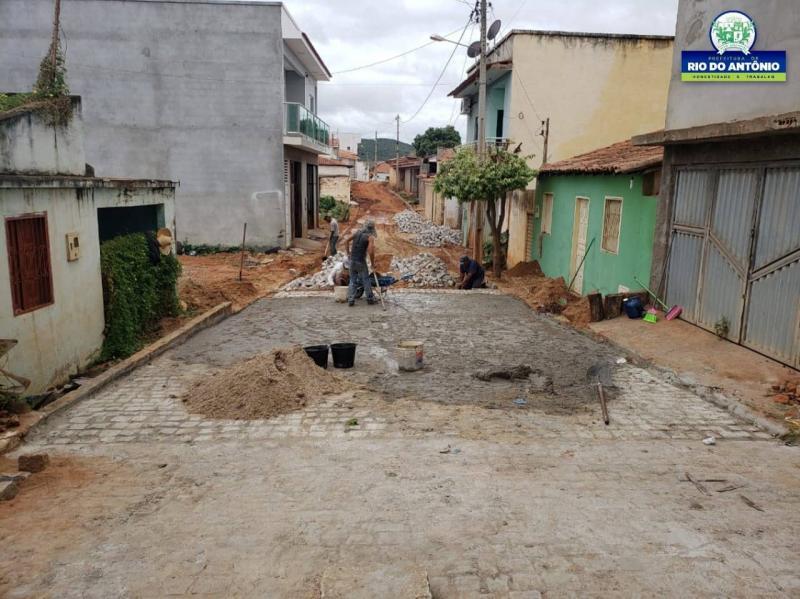 Rio do Antônio: Travessa Joaquim Gonçalves, em Ibitira, recebe serviço de pavimentação