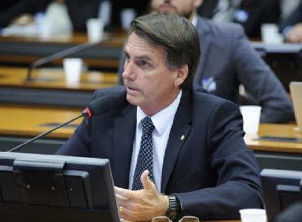 Candidato do PSL acena ao Nordeste e diz que concluirá transposição