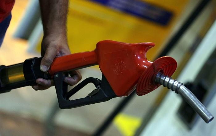 Petrobrás vai segurar preço de gasolina