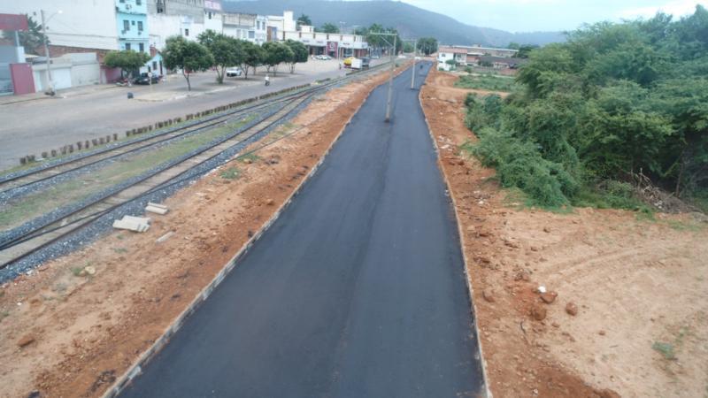Prefeitura de Brumado intensifica obras de urbanização ao lado da Linha Férrea da FCA