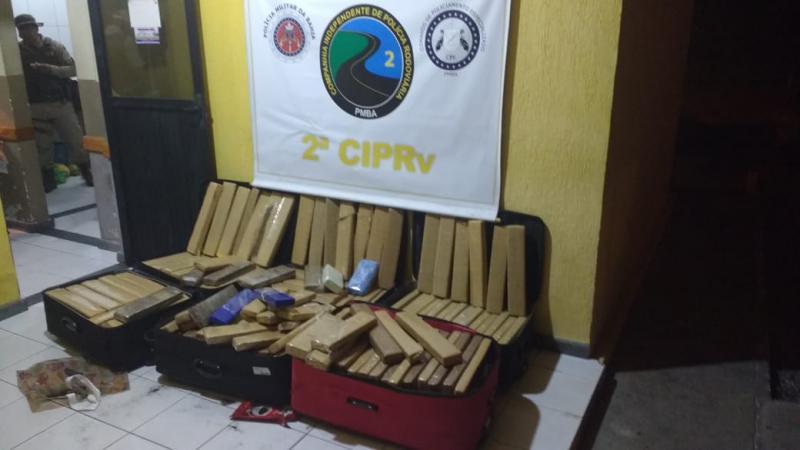 Polícia Rodoviária apreende quase meia tonelada de drogas com mulher em Tanhaçu