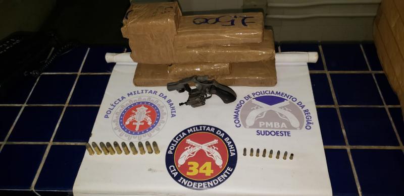 Ibicoara: Polícia prende duas pessoas com drogas e arma no distrito de Cascavel
