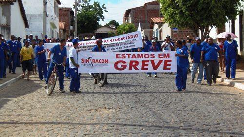 Trabalhadores da construção civil não aceitam proposta e greve geral continua