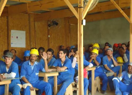 SESOC esclarece trabalhadores de canteiro de obras