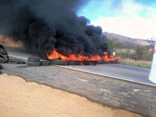 Anagé: Após atropelamento de idosa populares bloqueiam BA-262 em protesto