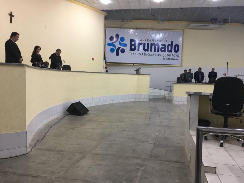 Sessão da Câmara de Vereadores de Brumado é suspensa devido ao falecimento da mãe de Zé Ribeiro