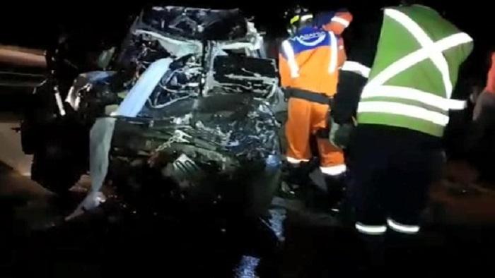 Duas pessoas morrem em batida entre carro e caminhão em rodovia de Vitória da Conquista