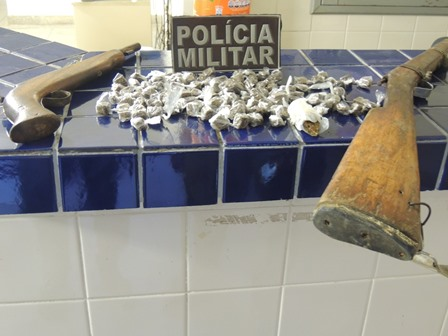 Núcleo de Inteligência da policia apreende Drogas e armas no Bairro Urbis II