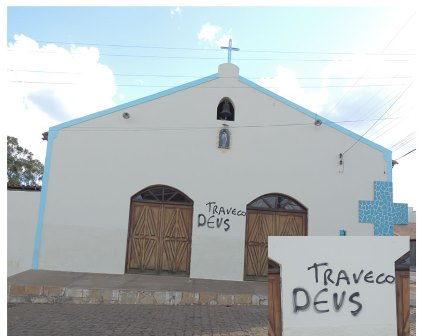 Licínio de Almeida: Vândalo pincha igreja com palavras de insulto