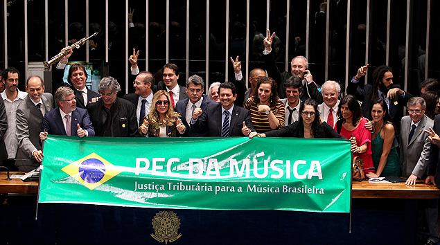Senado aprova PEC da Música, que isenta de impostos CDs e DVDs de brasileiros