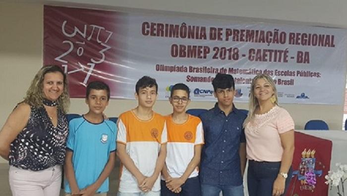 Alunos das Escolas em Tempo Integral da Rede Municipal de Brumado recebem medalhas da Olimpíada Brasileira de Matemática