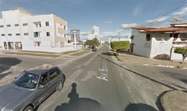 Conquista: mulher é ferida após bandido atirar durante assalto a carro