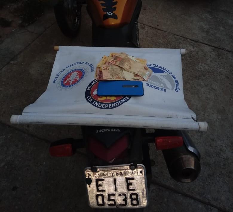Dois homens são presos após roubarem churrascaria em Aracatu