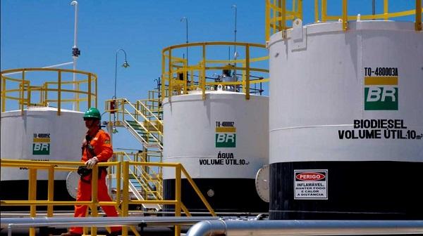 Petrobras anuncia redução de 1,1% no preço da gasolina nas refinarias