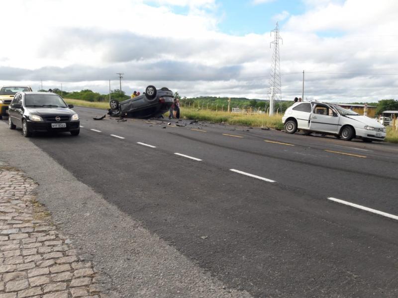 Acidente envolvendo dois veículos é registrado próximo ao posto da PRE em Brumado