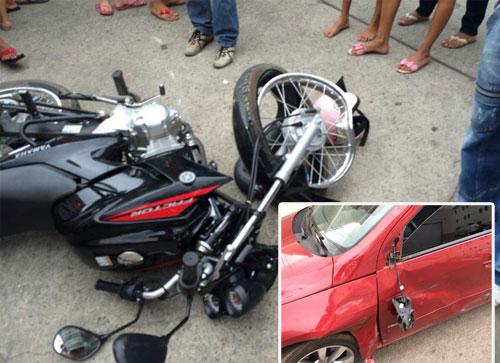 Grave acidente envolvendo um carro e uma moto na Avenida Mourão Guimarães
