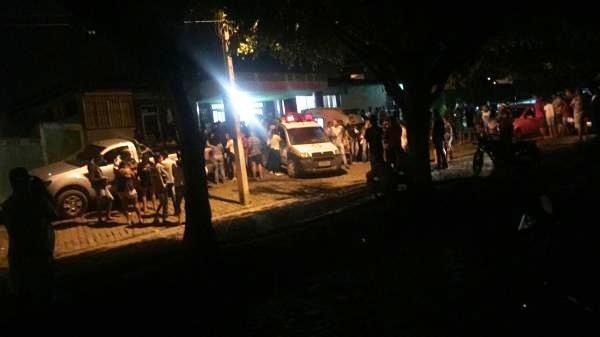 Carro desgovernado invade procissão e deixa 20 pessoas feridas na Bahia