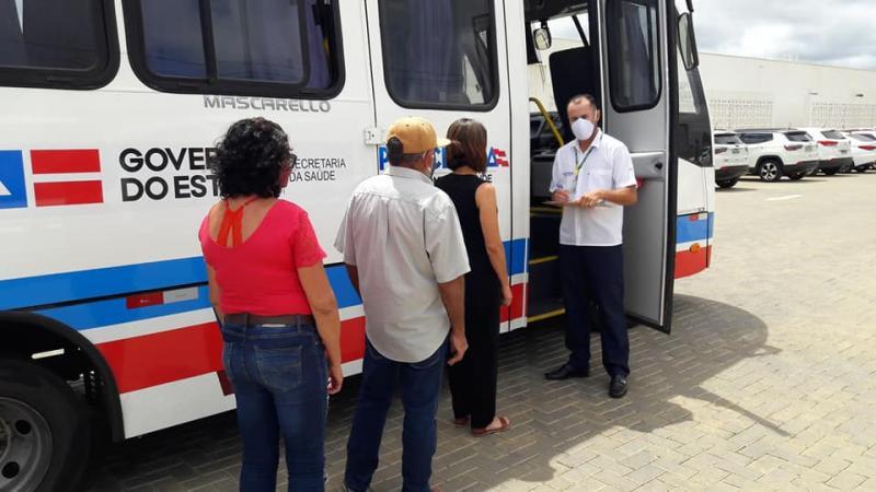 Pacientes de Guajeru tem transporte para atendimento na Policlínica Regional