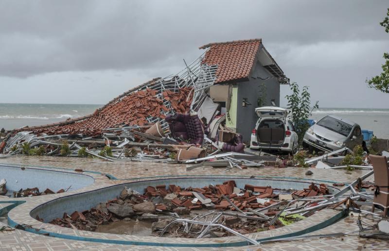 Tsunami deixa mais de 280 mortos na Indonésia