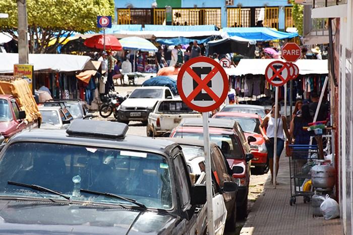 Prefeitura e CDL discutem regularização da feira-livre em Caculé