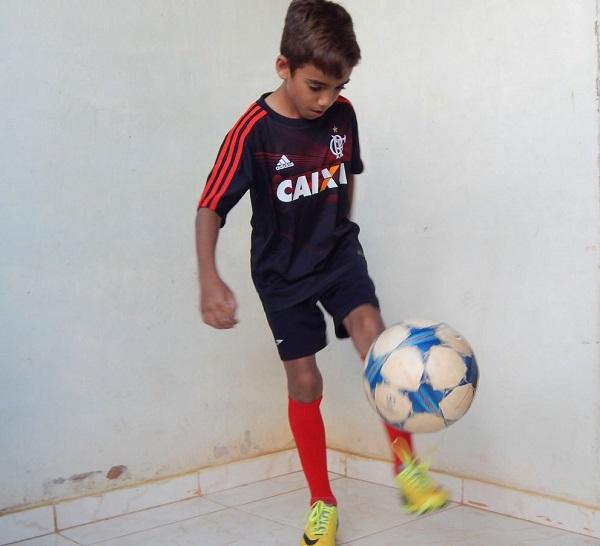 Garoto malhapedrense de 10 anos que sonha em ser jogador profissional luta diariamente para realizar sonho