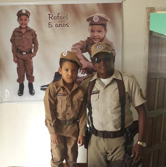Brumado: Polícia Militar faz surpresa e realiza sonho de garoto de 5 anos com aniversário temático