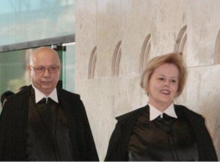 STF absolve oito mensalerios