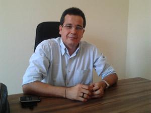 Weliton Lopes solicita sessão solene em homenagem a padre José Silva