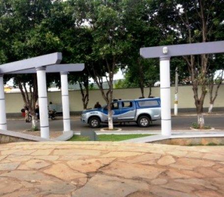 Carro clonado é apreendido em uma ação da PM na praça da prefeitura