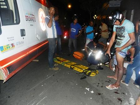 Falta de sinalização provoca colisão entre duas motos no centro da cidade