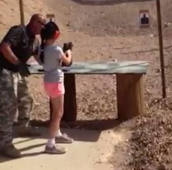 Menina de 9 anos mata instrutor com tiro acidental de submetralhadora