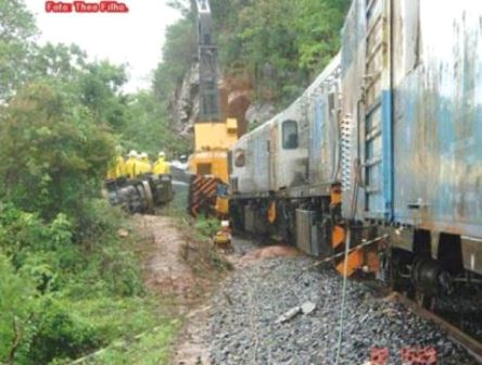 Trem descarrila na serra entre Urandi e Licínio de Almeida.