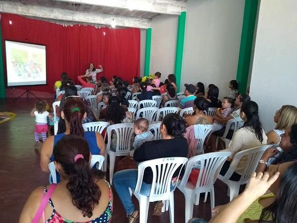 Secretaria de Desenvolvimento Social de Guajeru distribui kits de livros para crianças