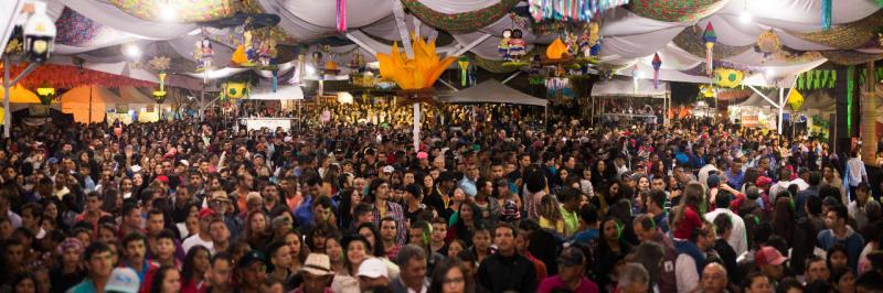 Show de Paula Fernandes atrai uma multidão em Barra da Estiva