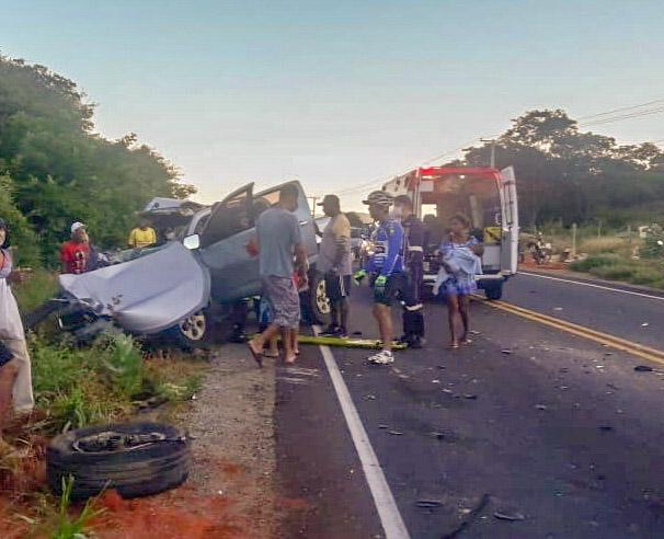 Caminhonete conduzida por brumadense colide com retroescavadeira na BA- 148